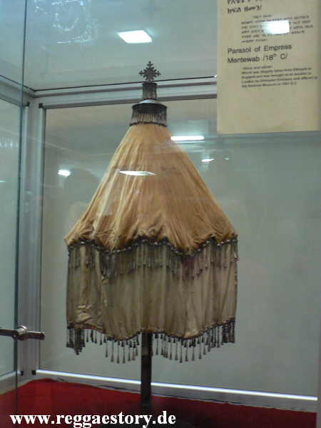 Addis Ababa - Nationalmuseum - Umbrella Mentewab